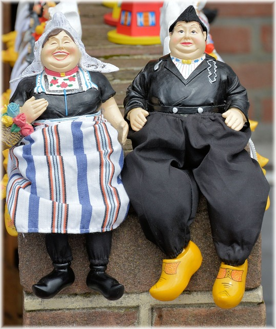 Souvenirs displaying folklore in Volendam